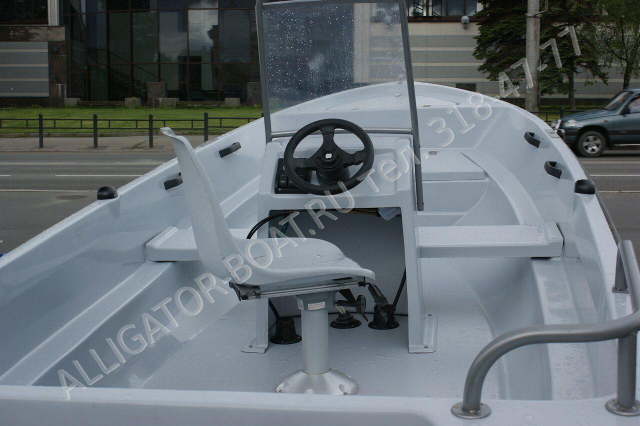 консоль со стеклом на лодку